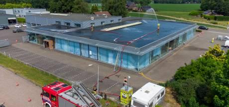 Brandweer koelt uit voorzorg dak van snikhete priklocatie in Heerde