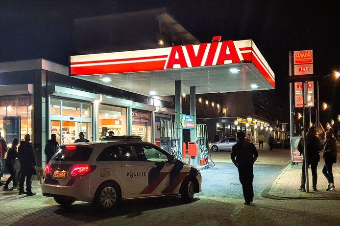 De politie werd opgeroepen voor een overval bij tankstation AVIA aan de Thorbeckeweg in Dordrecht.