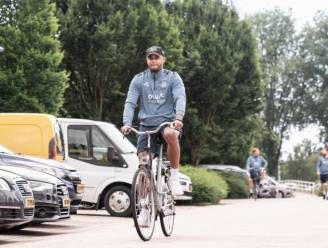 Nederland fietsland, ook voor Kompany: 't gaat er gemoedelijk aan toe op stage bij Anderlecht