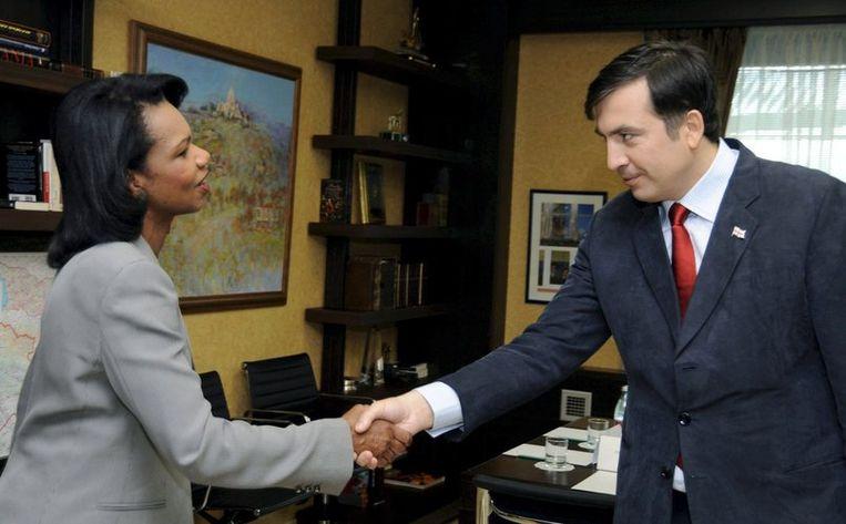 Condoleezza Rice (links) ontmoet de Georgische President Mikheil Saakashvili in Tbilisi, 15 August 2008. EPA/Irakli Gedenidze Beeld