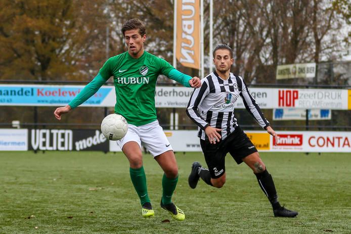 Yannick Bouw, hier nog in het shirt van Eemdijk, mag zaterdag uitgerekend tegen zijn vorige club VVSB debuteren voor VVOG.