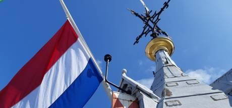 Utrechtse kerken en torens hangen vlag niet halfstok door harde wind