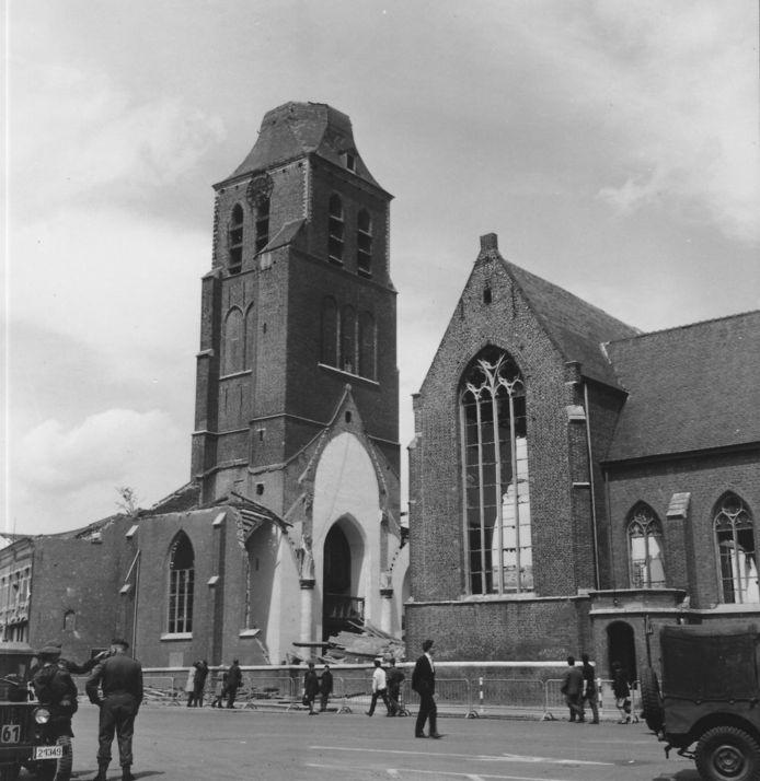 De toren van de kerk van Oostmalle werd door de tornado in 1967 verwoest.