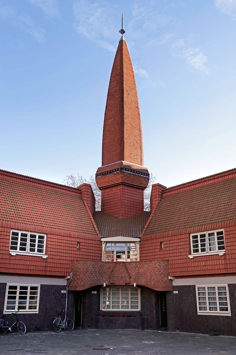 Deel van 'Het Schip' van Amsterdamse School-architect Michel de Klerk. Het gelijknamige museum dreigt een forse korting te krijgen op de subsidie. Beeld Hollandse Hoogte