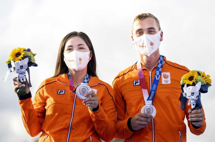 Gabriele Schloesser-Bayardo en Steve Wijler met de zilveren medaille.