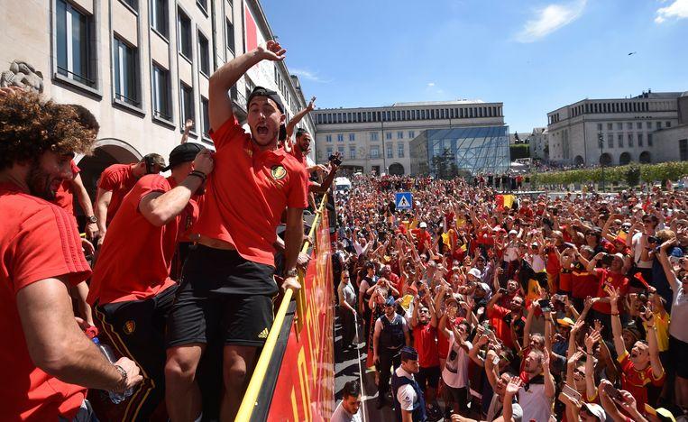 De Rode Duivels trokken in een bus door de straten van Brussel. Beeld Photo News