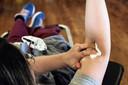 Een van de groepen bij wie de nulmeting voor corona zou kunnen worden uitgevoerd zijn bloeddonoren, die toestemming hebben gegeven om hun bloed te gebruiken voor onderzoek.