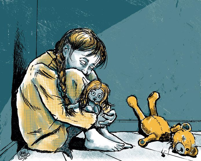 De kleine Eva is bang dat Bob terugkomt om haar knuffels af te straffen, iets waar haar misbruiker mee had gedreigd.