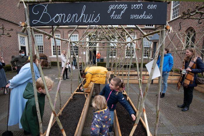 Het speciaal gebouwde 'bonenhuis' bij het Elisabeth Weeshuis Museum in Culemborg. Een jaar lang zijn er bij het museum activiteiten die in het teken staan van voeding en eten voor oud en, vooral, jong.