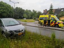 Meisje op fiets geschept door auto in Apeldoorn, omstanders verlenen eerste hulp