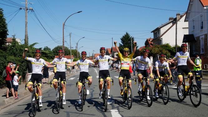 VIDEO. Pogacar wordt in de bloemetjes gezet in slotrit Tour de France