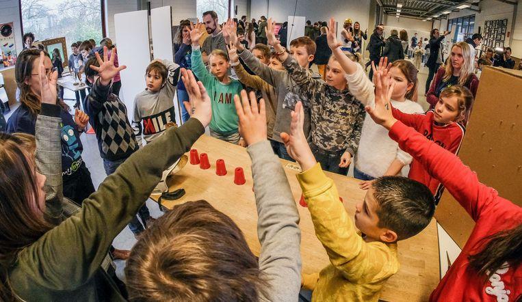 Kinderen met ASS uit het Sint-Idesbald in Roeselare kwamen met het idee van de Zoekinator op de proppen.  Zoekinator