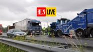 HLN LIVE. Grote verkeershinder op de E40 in Nevele in de richting van Oostende: verkeer kan enkel stapvoets via pechstrook
