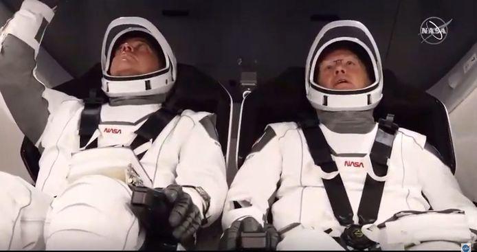 Astronauten Douglas Hurley en Bob Behnken in de capsule.
