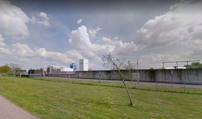 Bij de rioolwaterzuiveringsinstallatie aan de Onderlangsweg in Zaltbommel bouwt Waterschap Rivierenland een aparte installatie voor het afvalwater van de glastuinbouw in de Bommelerwaard.