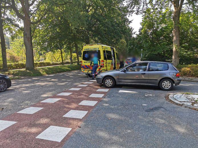 De wielrenner werd aangereden door een auto.