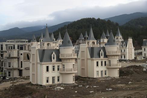 Foto van Het leek een leuk idee: 732 identieke kasteeltjes naast elkaar