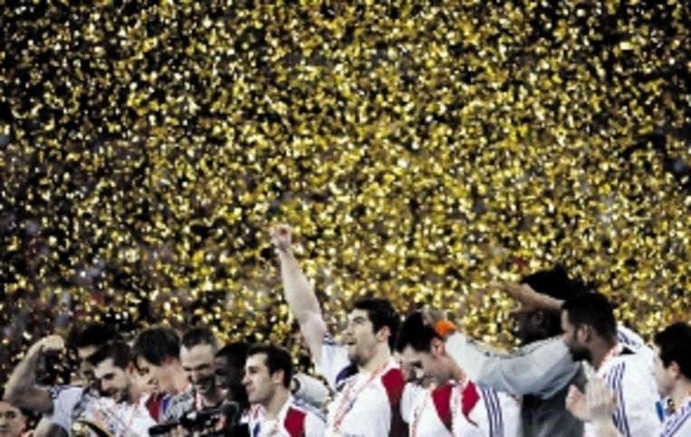 De Franse handballers zijn wereldkampioen geworden. In Zagreb versloeg Frankrijk in de finale gastland Kroatië met 24-19. Het was na 1995 en 2001 de derde wereldtitel voor de Fransen. ( FOTO REUTERS) Beeld REUTERS