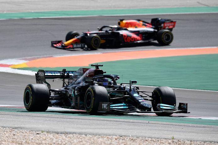 De bolides van Hamilton en Verstappen.