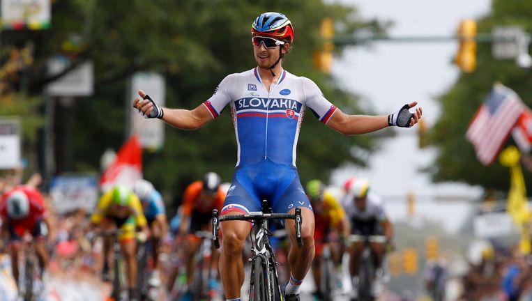 Voila zie, ik heb het even geflikt. Schitterende lichaamstaal van een groot kampioen. Peter Sagan is de meer dan verdiende opvolger van Kwiatkowski. Beeld PHOTO_NEWS
