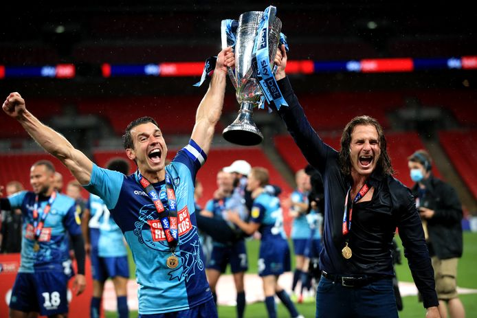 Wycombe Wanderers-captain Matt Bloomfield en manager Gareth Ainsworth.
