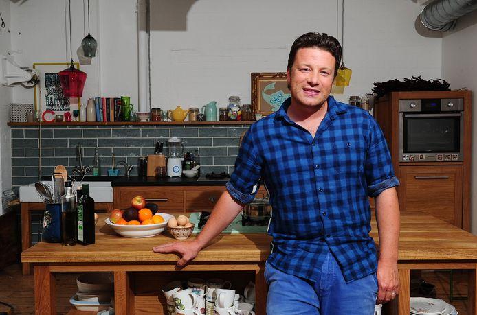 """Jamie Oliver: """"Gaandeweg veranderde zijn imago van jeugdige flierefluiter in de ultieme familyman"""""""