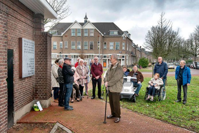 Een minuut stilte bij het monument van de slachtoffers van het vergissingsbombardement op Arnhem.