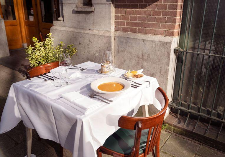 Aan tafel: de vissoep. Beeld Els Zweerink