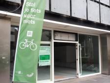 Waar eerst de saladeboer zat, zit nu een fietsenstalling: zo wil Rotterdam het tekort aan rijwielstallingen oplossen