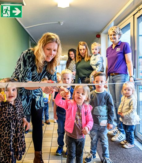 Kinderchampagne om nieuwe peutergroep in Nieuw-Vossemeer te vieren