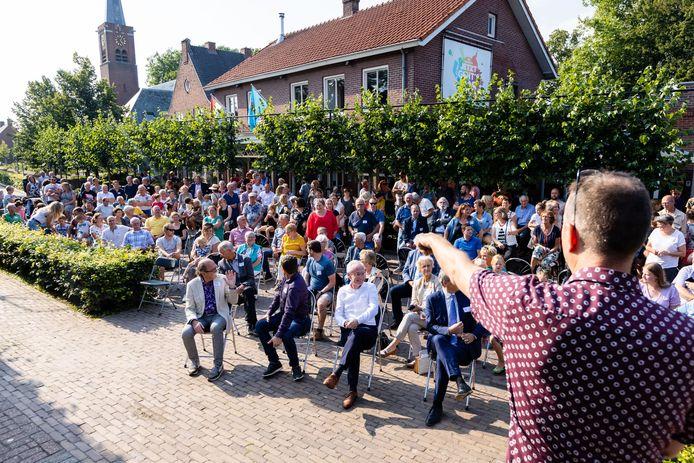 Een groepsfoto van Esbeek.