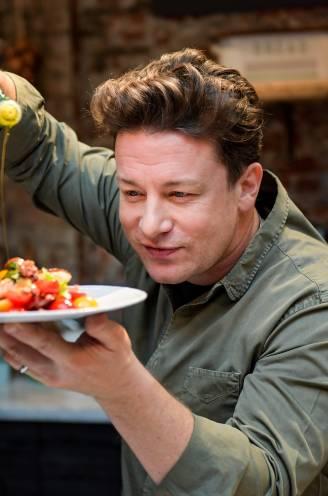 """Van seafood tot crème brûlée: 3 exclusieve recepten uit Jamie Olivers nieuwste boek. """"Voor een 'I love you' op je bord"""""""