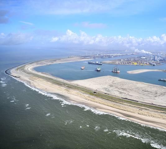 Eneco bouwt een windmolenpark bouwen op de Tweede Maasvlakte. Een deel van de molens komt op het strand.