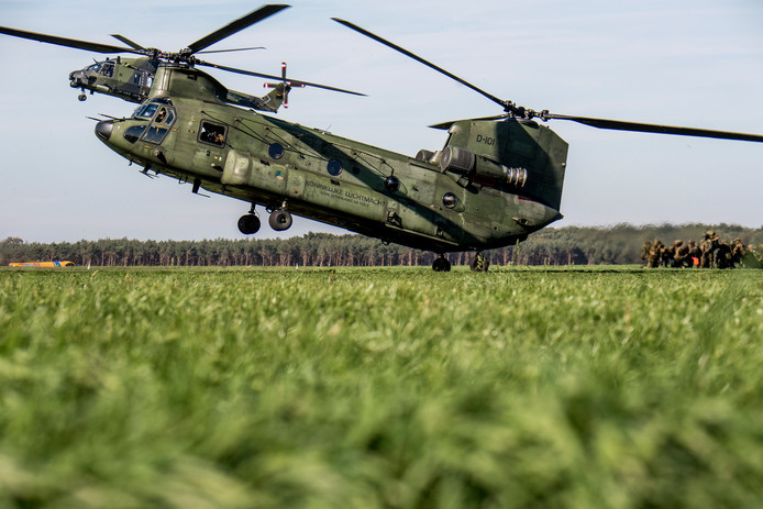 Helikopters op Deelen tijdens oefening Falcon Autumn.