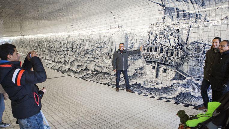De nieuwe fietsers- en voetgangerstunnel onder het Centraal Station. Beeld Julius Schrank
