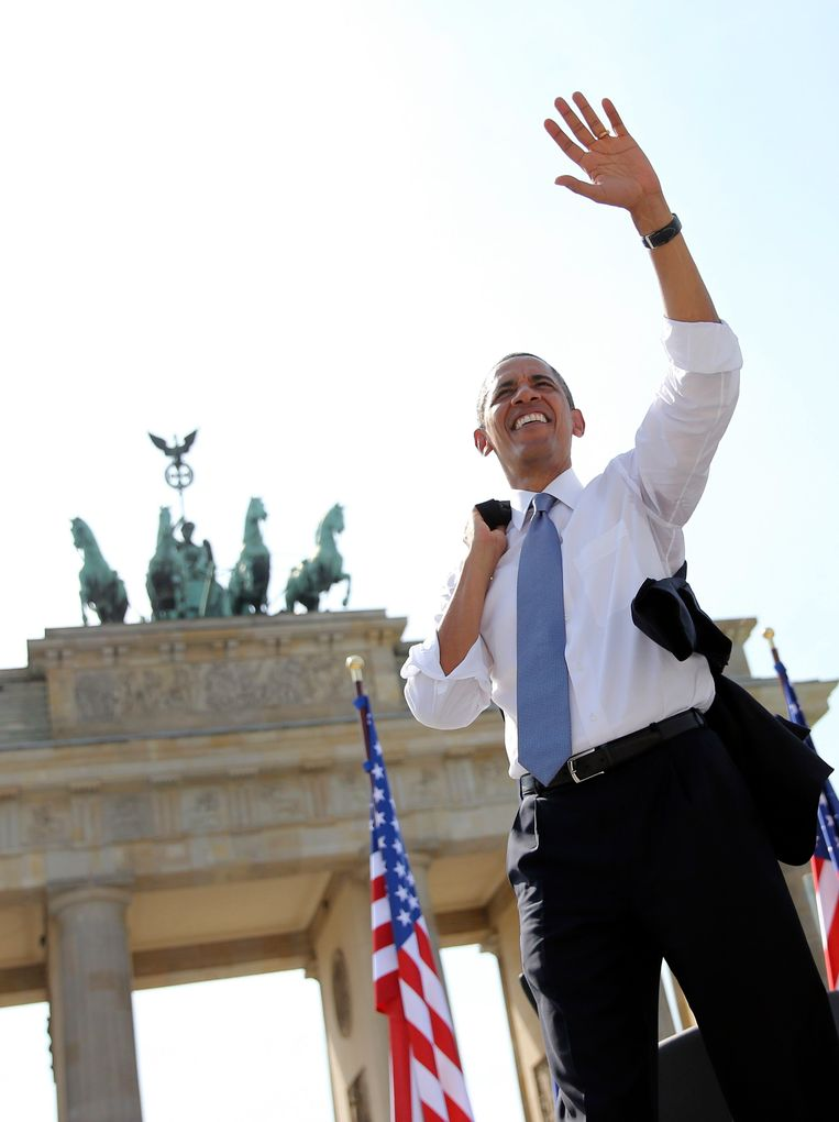 U.S. President Barack Obama waves after giving a speech in front of the Brandenburg Gate in Berlin June 19, 2013. Obama's first presidential visit to Berlin comes nearly 50 years to the day after John F. Kennedy landed in a divided Berlin at the height of the Cold War and told encircled westerners in the city