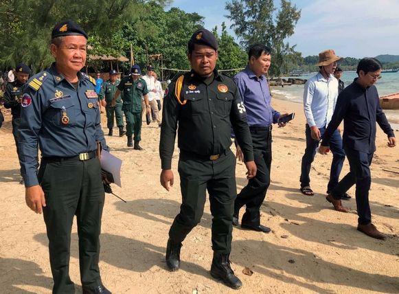 Het opsporingsteam vanochtend op  het eiland Koh Rong in de provincie Preah Sihanouk.