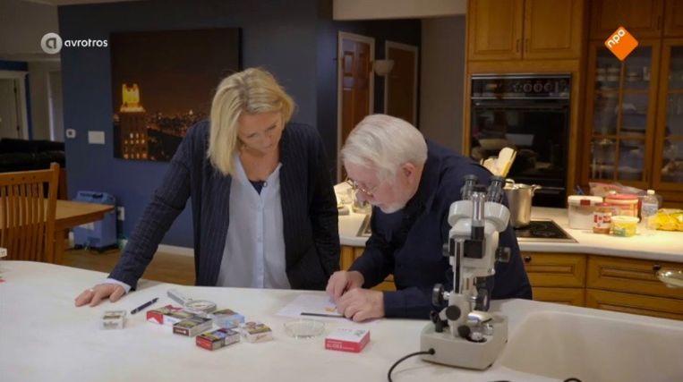 Antoinette Hertsenberg met klokkenluider Jeffrey Wigand Beeld AVROTROS