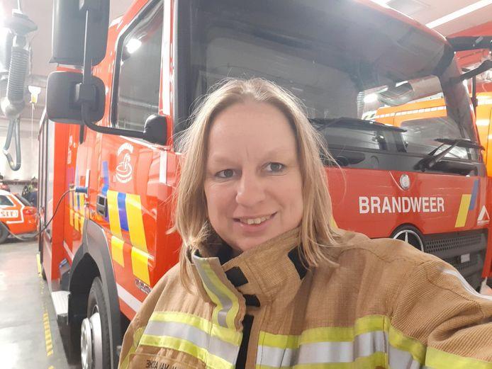 Mariska Van Assche (45) is vrachtwagenchauffeur, maar werkt ook als vrijwilliger bij de brandweerzone Vlaamse Ardennen. Door een coronabesmetting zal ze vermoedelijk minstens een jaar werkonbekwaam zijn.