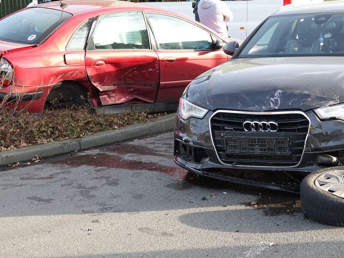 Twee auto's raakten dinsdagmiddag zwaar beschadigd in Dedemsvaart.