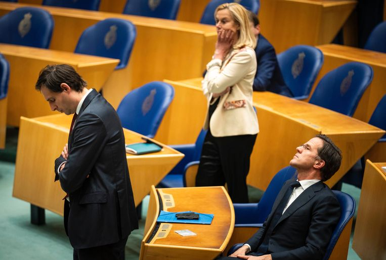 CDA leider Wopke Hoestra, D66 leider Sigrid Kaag en VVD leider Mark Rutte in de bankjes van de tweede kamer tijdens het debat over de mislukte formatieverkenning.  Beeld Freek van en Bergh