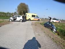 Kop-staartbotsing in Almelo: twee personen naar ziekenhuis