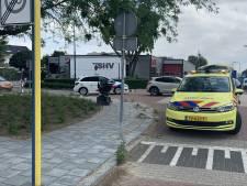 Bestuurder scootmobiel naar ziekenhuis na botsing met auto