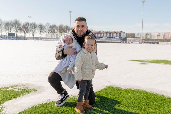 Furkan Cetin keert mede terug naar LRCLeerdam om zijn dochters Lara en Sophia-Safya (rechts) al zijn aandacht te kunnen geven.