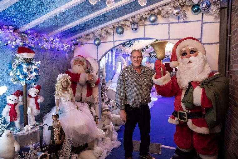Marc opent dit weekend zijn kerstmannentuin voor publiek. Wat vind je daar? Kerstbomen, kerststallen kerstballen, kortom, alles wat met kerst te maken heeft.  Marc in zijn garage.