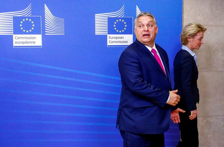 De Hongaarse premier Viktor Orbán wist dankzij rugdekking van onder meer Angela Merkels partij jarenlang in de Europese mainstream te blijven. Beeld Reuters