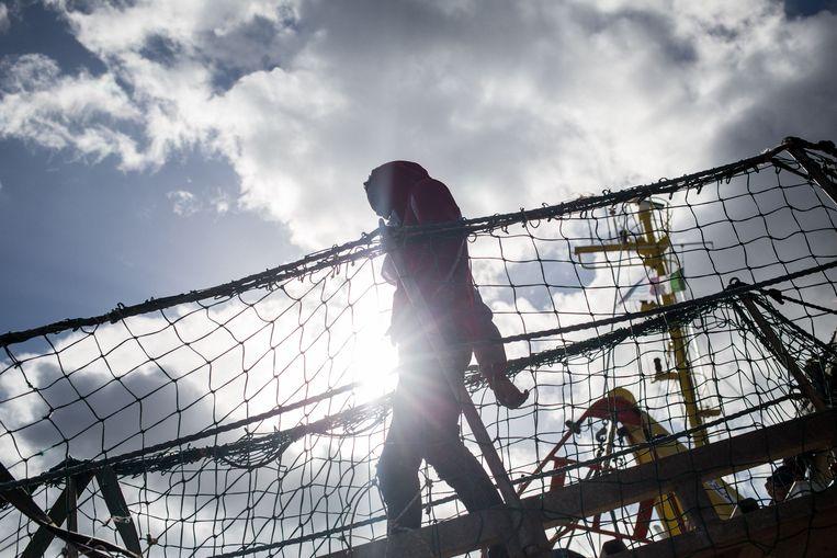 Een migrant op het reddingsschip Sea-Watch 3. Beeld AFP