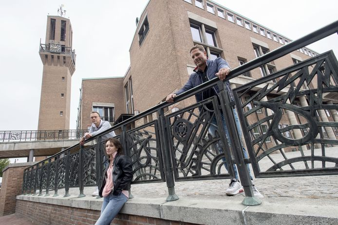 Uitbaters Sander Leurink, Daniëlle Boom en Mart Groenman (van links naar rechts), over een half jaar coronamaatregelen in de Hengelose horeca en het uitgaansleven.