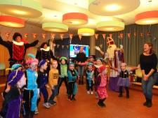 Kleuters dansen mét Sinterklaas op de brede school in Zierikzee