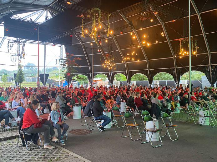 400 supporters in Cristal Open Air voor de match tegen Finland.